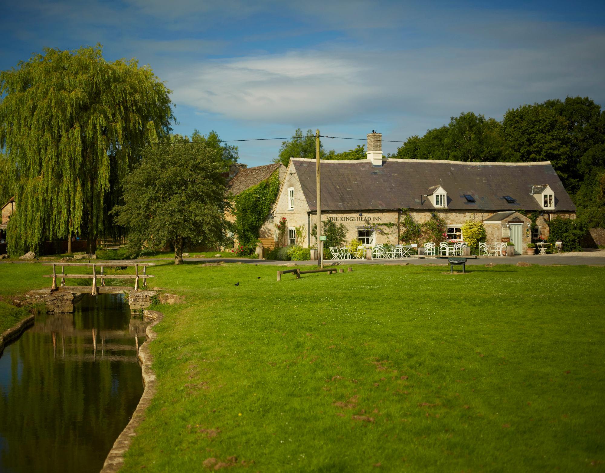 Kings Head Inn Bedroom 1 Village Green Views