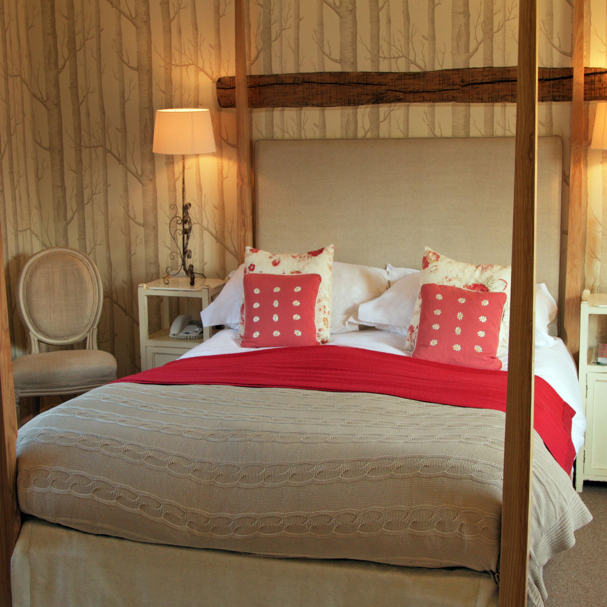 Beautiful Courtyard Bedroom with views over the pretty Cotswold Courtyard